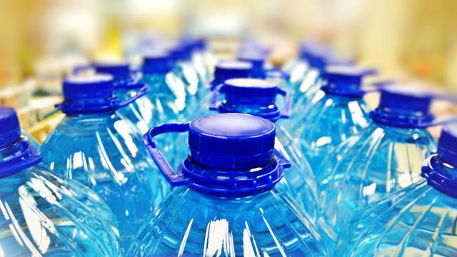 h-plastic-water-bottles
